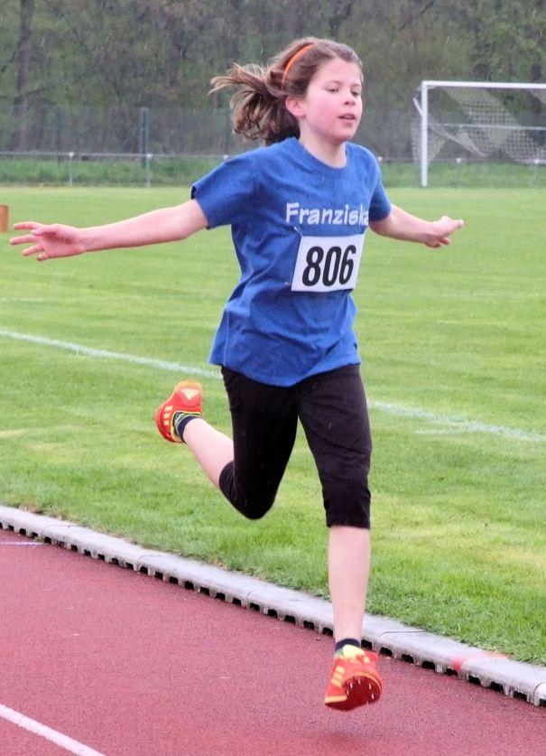 Kreismeisterin über 2000 Meter W10: Franziska Seebacher
