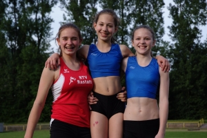 Kreismeisterinnen 2014 über 3x800 Meter: Kim Lawo, Rachel Fruchtmann, Helen Fischer