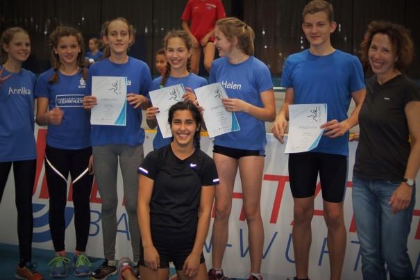Das erfolgreiche SR Yburg Team: (v.links): Annika Bode, Maria Lindner, Hanna Altmann, Rachel Fruchtmann, Helen Fischer, Niklas Huber, Trainerin Martha Fruchtmann. Vorne: Dana Lang.